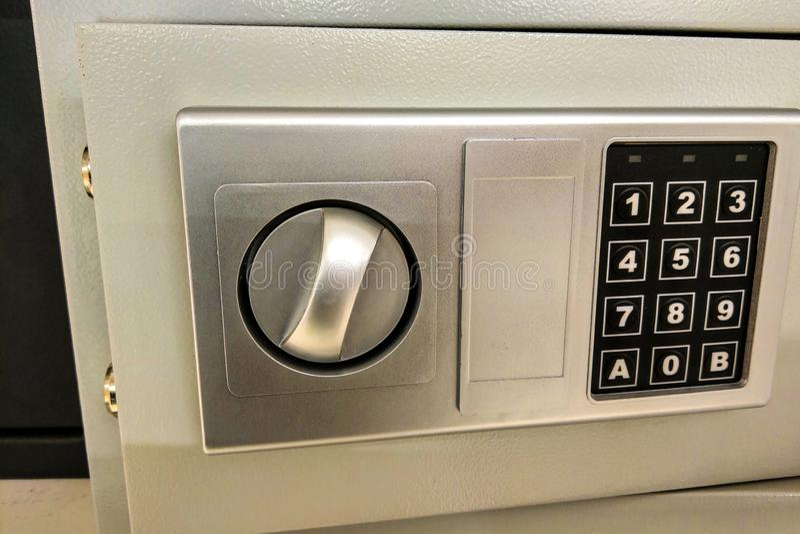 Ansicht eines kleinen Safes, Bewahrung von Wertsachen und Geld, Sicherheit stockbild