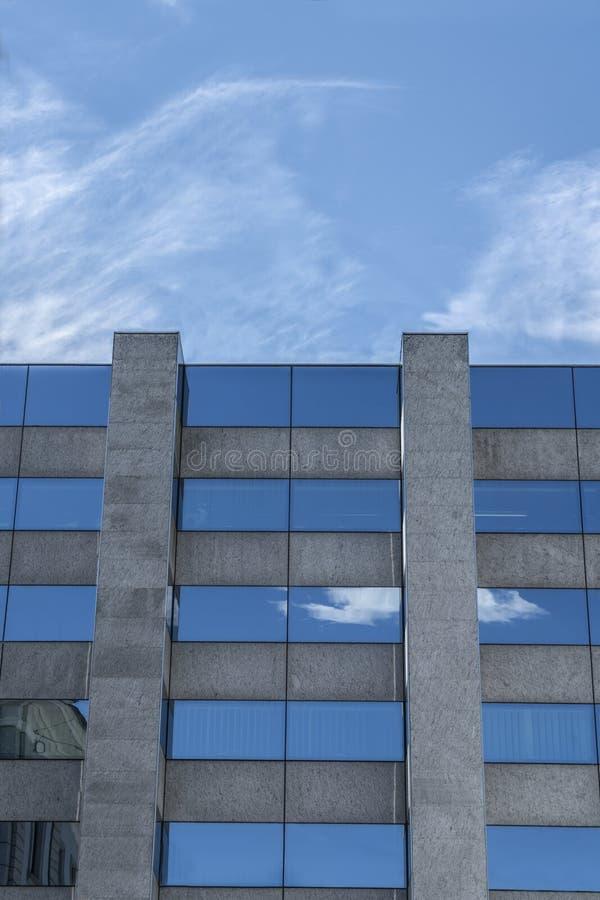 Ansicht eines moder Gebäudes lizenzfreie stockfotos