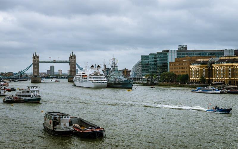Ansicht fron London-Brücke lizenzfreies stockbild
