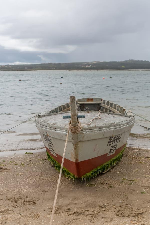 Ansicht h?lzernen Boote der alten und traditionellen Fischer auf der Nazare-Lagune stockbild