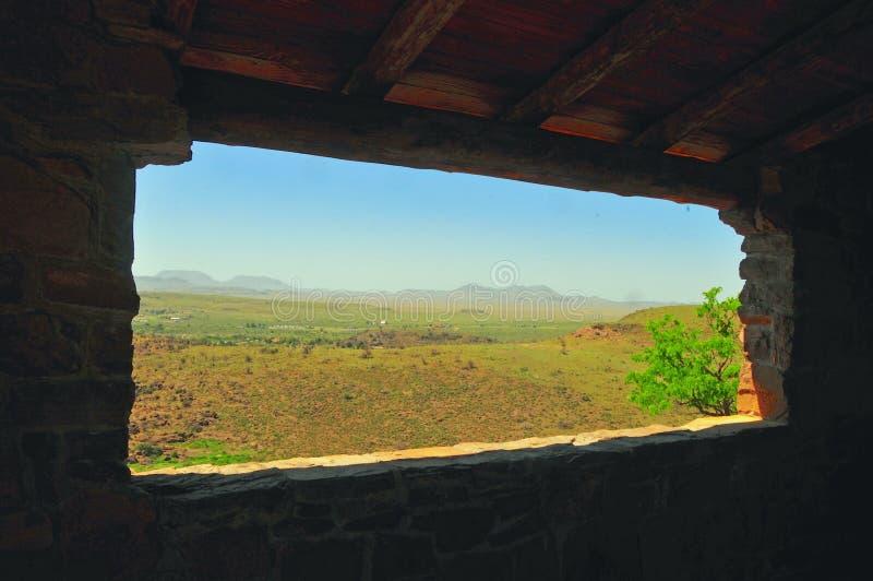 Ansicht innerhalb einer Ansicht von Berglandschaft lizenzfreie stockbilder