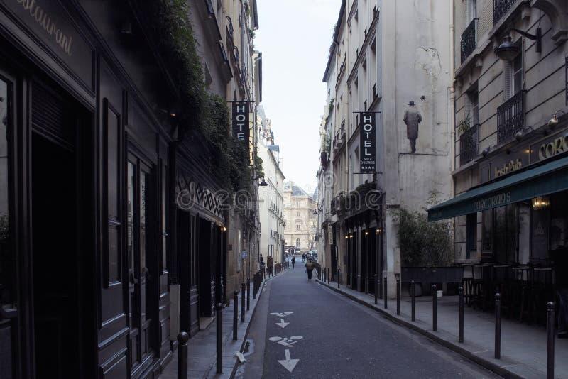 Ansicht Leute in St- Germainbereich von Paris stockbilder