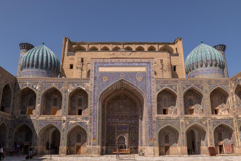 Ansicht Madrasah Sher-Dor vom Yard lizenzfreies stockfoto