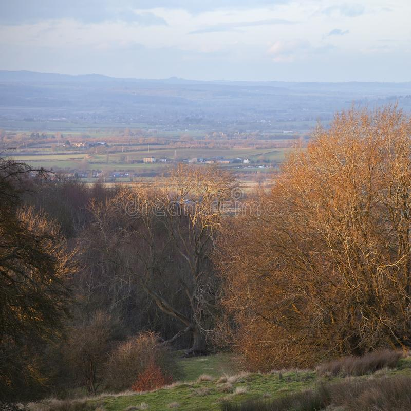 Ansicht nahes Splitterungscampden über Cotswolds-Landschaft stockfotografie