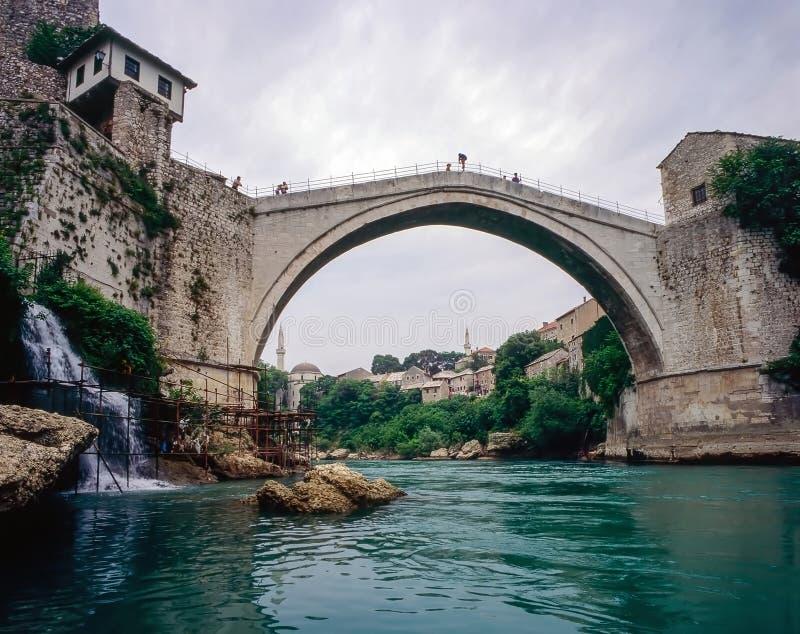 Ansicht og Brücke in Mostar, Bosnien Herzegovina stockfotos