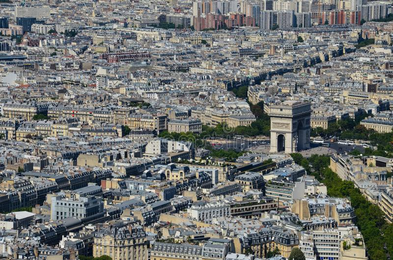 Ansicht Paris, Frankreich bei Arc de Triomphe de l 'Ã-‰ toile in Paris vom Eiffelturm am sonnigen Tag stockfotografie