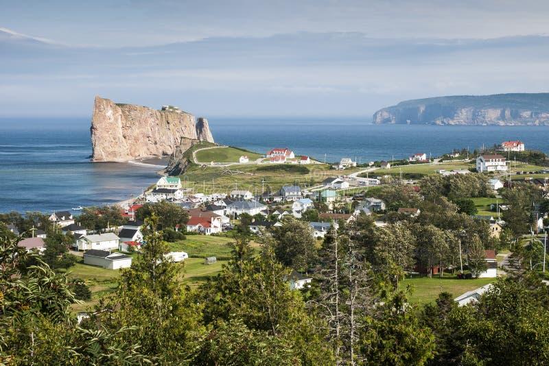 Ansicht Perce Rocks und des Bonaventure Islands in Kanada stockfotos