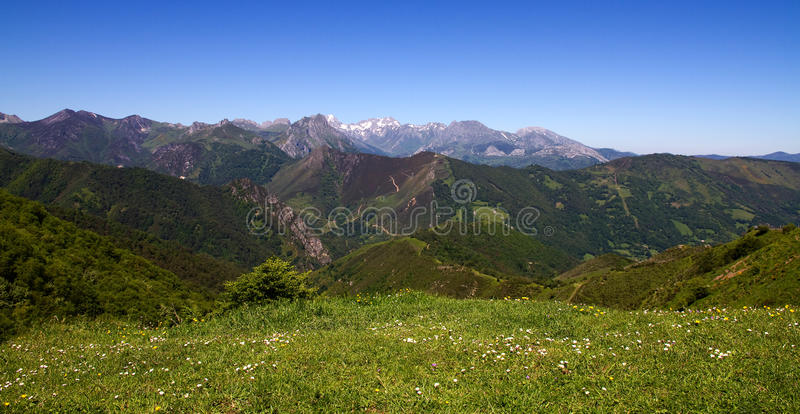 Ansicht Picos de Europa von Puerto de Pajares Asturien lizenzfreies stockbild