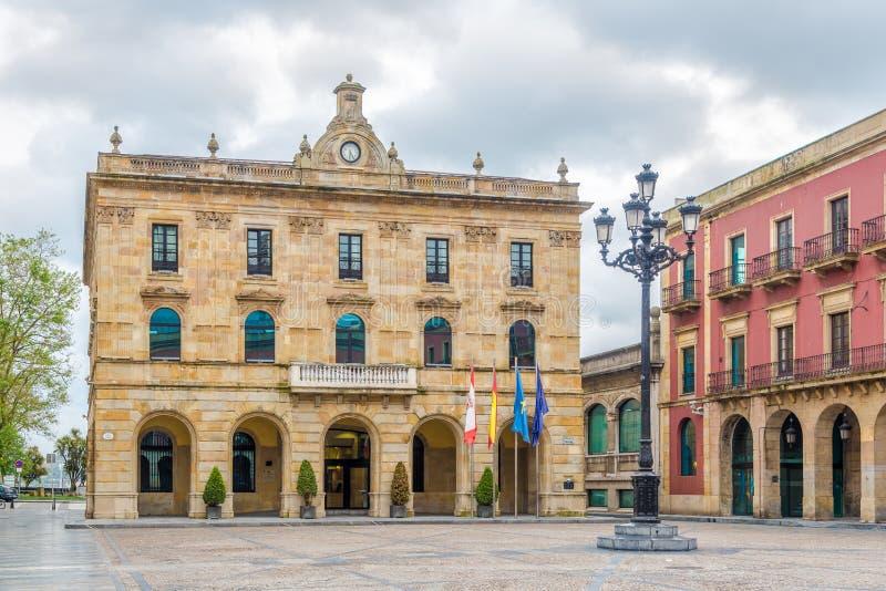 Ansicht am Rathaus von Gijon in Spanien lizenzfreie stockbilder