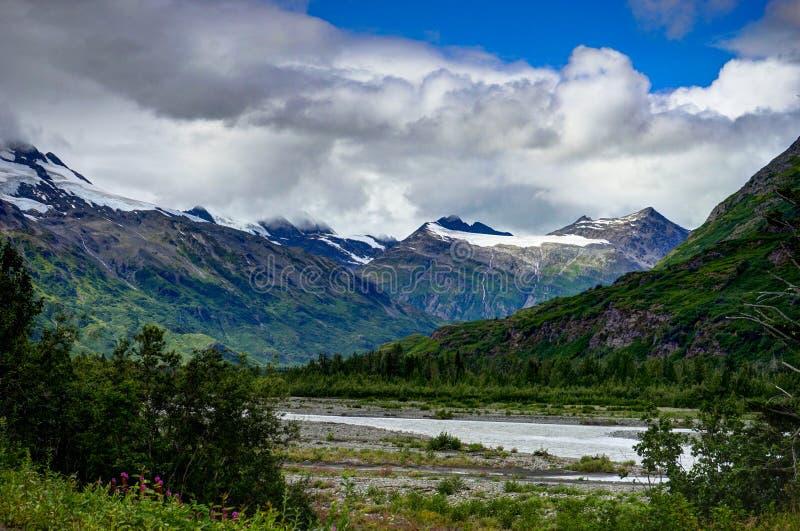 Ansicht in Richtung zum Gletscherberg-panoarama in Alaska Vereinigte Staaten lizenzfreies stockfoto