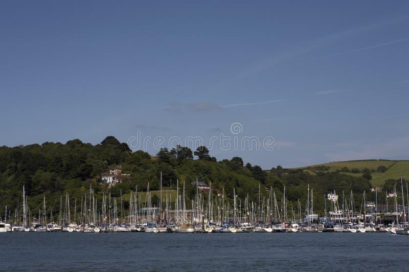 Ansicht in Richtung zum kingswear Jachthafen lizenzfreie stockbilder