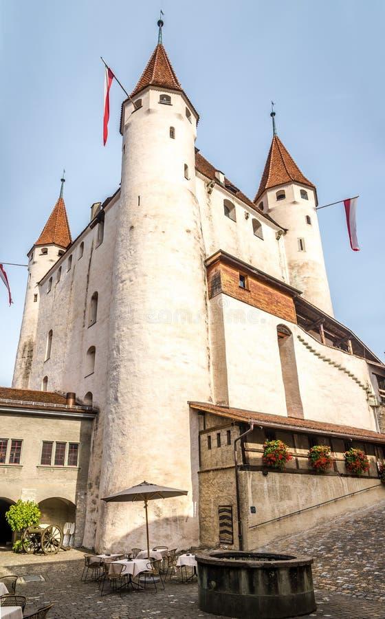 Ansicht am Schloss Thun - die Schweiz lizenzfreie stockbilder