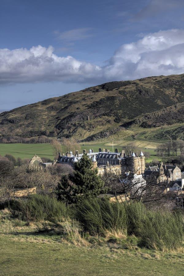Ansicht unten zum Holyrood Schloss lizenzfreies stockbild