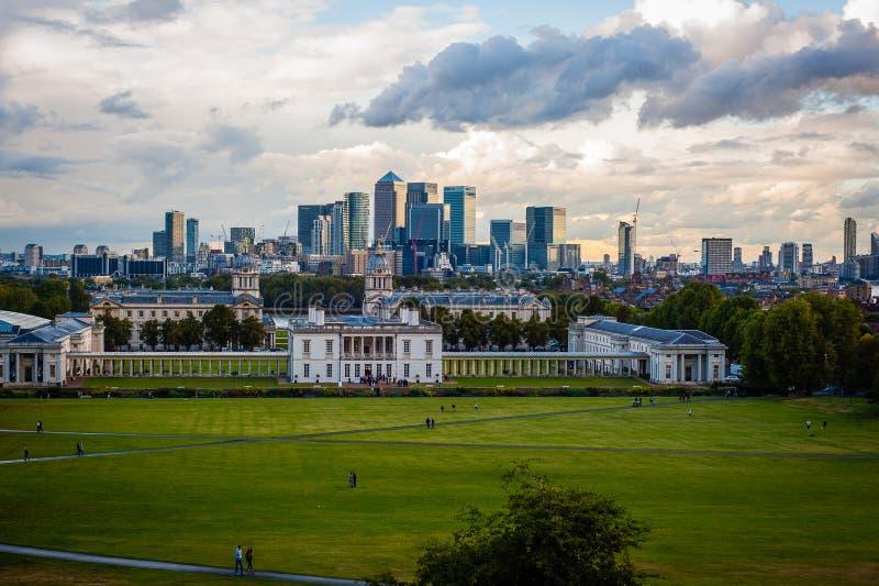 Ansicht 2016 Vereinigten Königreichs London Greenwich zum zentralen London und zum zitronengelben Kai Wirklich industrielles Pano stockfotografie