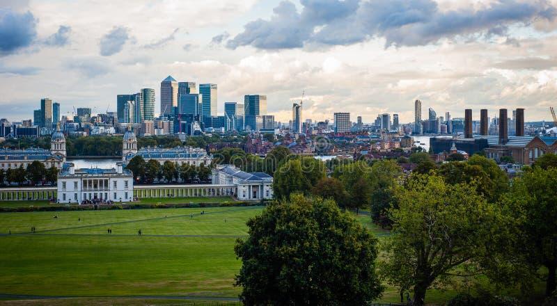 Ansicht 2016 Vereinigten Königreichs London Greenwich zum zentralen London und zum zitronengelben Kai Wirklich industrielles Pano stockfoto
