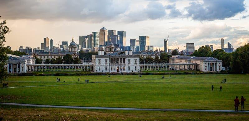 Ansicht 2016 Vereinigten Königreichs London Greenwich zum zentralen London und zum zitronengelben Kai Wirklich industrielles Pano lizenzfreie stockfotos