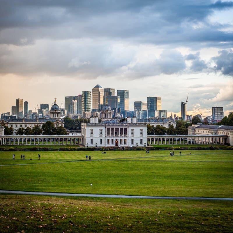 Ansicht 2016 Vereinigten Königreichs London Greenwich zum zentralen London und zum zitronengelben Kai Wirklich industrielles Pano lizenzfreies stockfoto