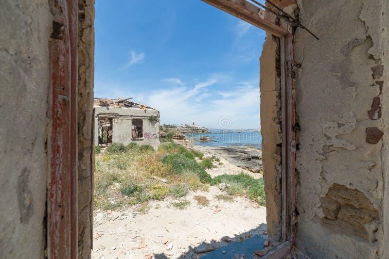Ansicht vom alten Haus von Marine Protected-Bereich von Plemmirio in Syr lizenzfreie stockfotografie