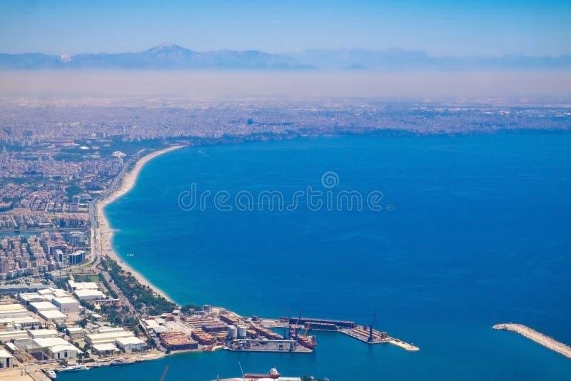 Ansicht vom Aussichtsplattform TÃ ¼ nektepe Teleferik Tesisleri in Antalya, die Türkei stockbild
