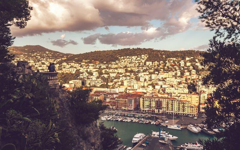 Ansicht vom Balkon auf Straße von Nizza stockfotos