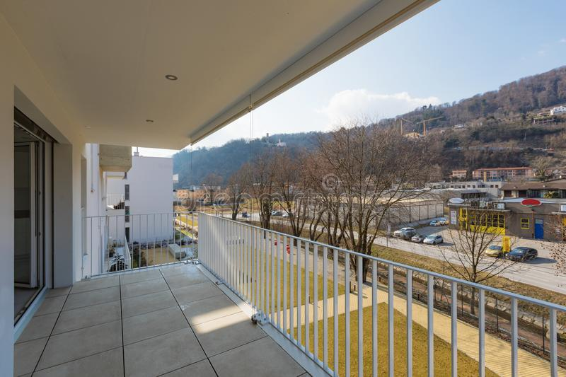 Ansicht vom Balkon einer Wohnung lizenzfreie stockfotografie