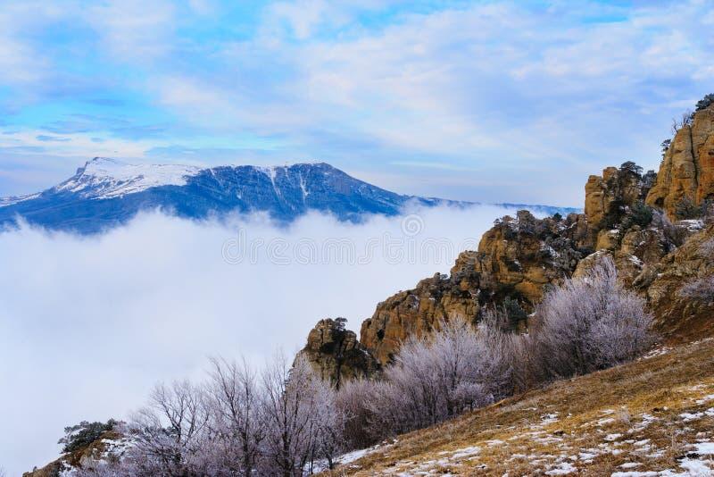 Ansicht vom Berg Demerzhdy, Krim, Ukraine lizenzfreie stockfotos