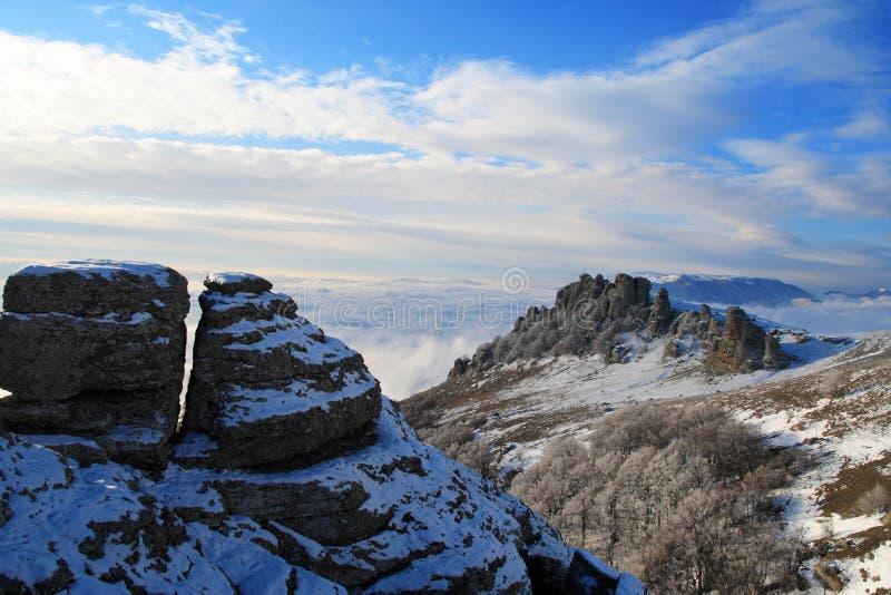 Ansicht vom Berg Demerzhdy, Krim, Ukraine lizenzfreie stockbilder