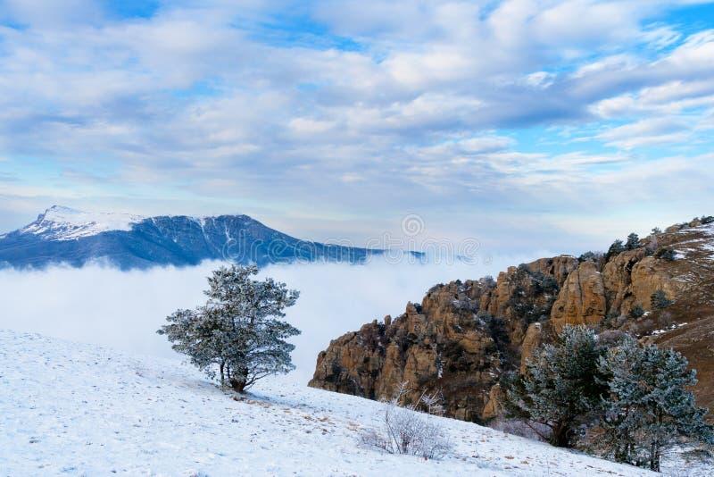 Ansicht vom Berg Demerzhdy, Krim, Ukraine stockfotografie