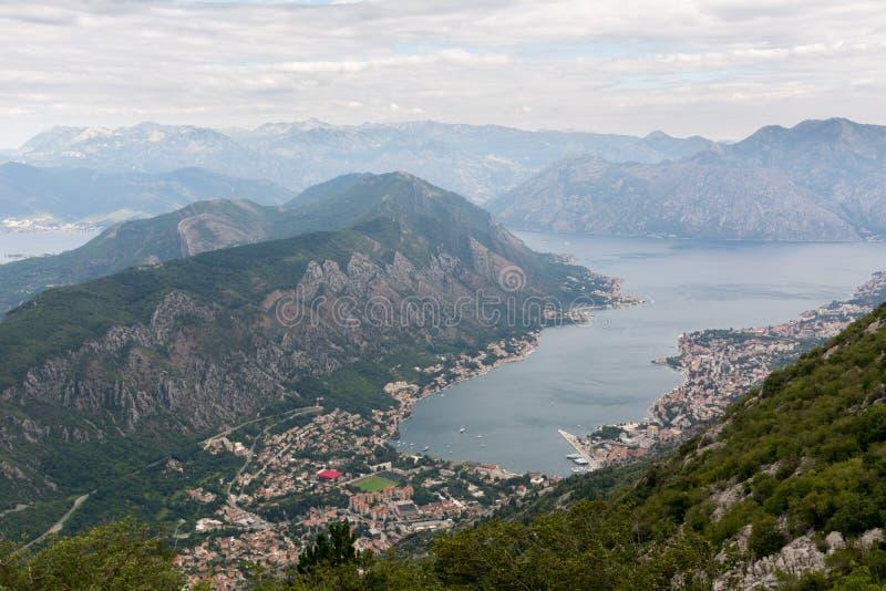 Ansicht vom Berg Lovcen zur Bucht lizenzfreie stockfotografie