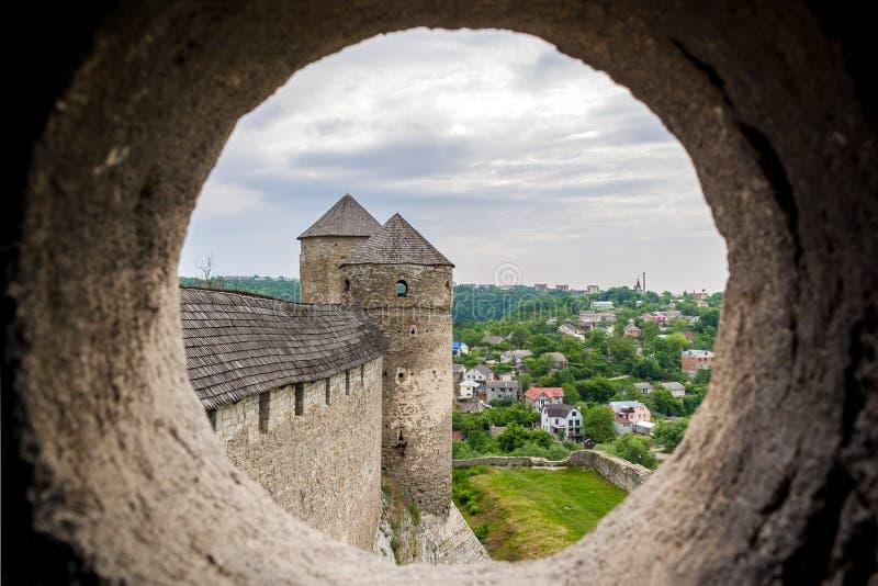 Ansicht vom Embrasure eines Kontrollturms stockfotos