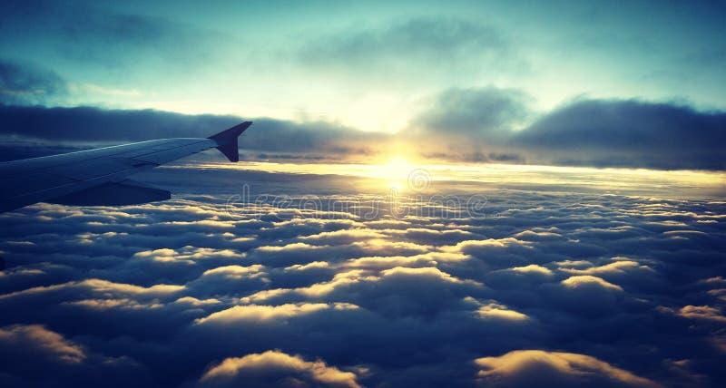 Ansicht vom Flug, der über der Wolke gleitet lizenzfreie stockbilder