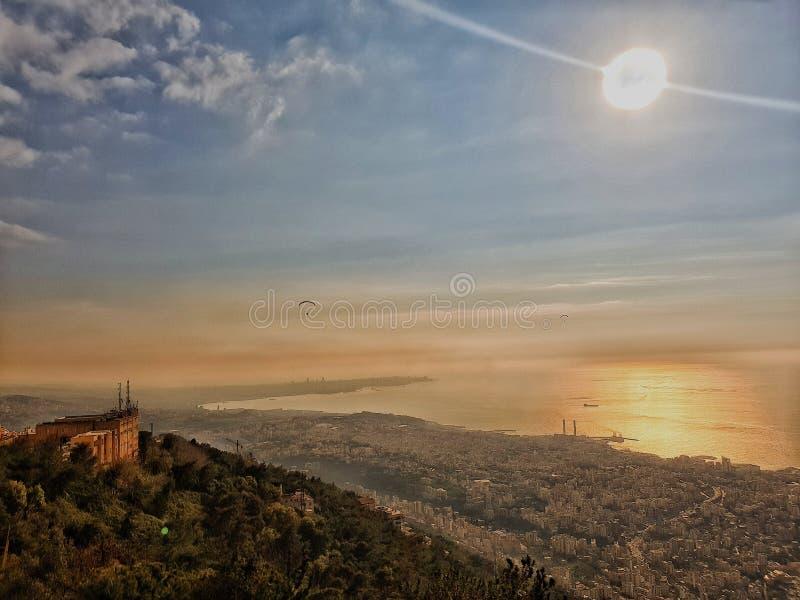 Ansicht vom Himmel auf einem Berg in Beirut der Libanon lizenzfreie stockfotografie