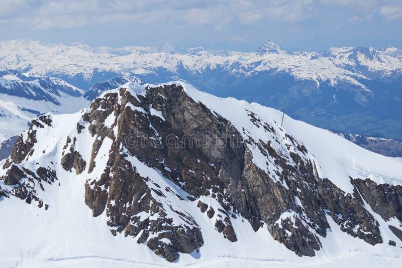 Ansicht vom Kitzsteinhorn zum Zeller See und zu den Bergen Hohe Tauern stockfotografie