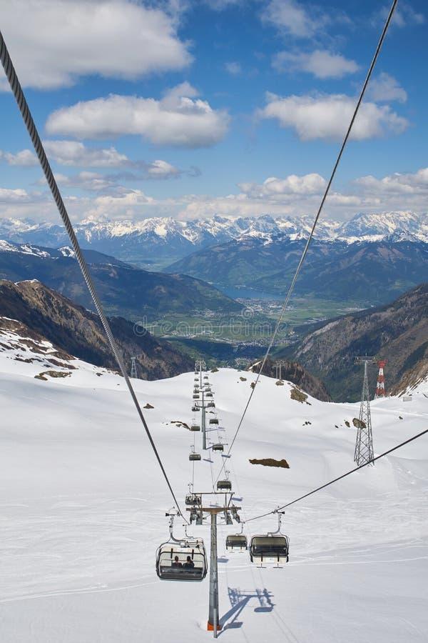 Ansicht vom Kitzsteinhorn zum Zeller See und zu den Bergen Hohe Tauern lizenzfreie stockfotos