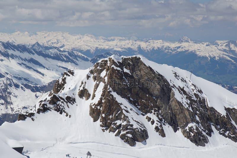 Ansicht vom Kitzsteinhorn zum Zeller See und zu den Bergen Hohe Tauern stockfotos