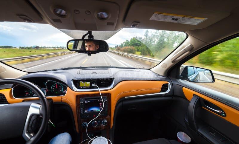 Ansicht vom Luxusauto nach innen lizenzfreie stockbilder
