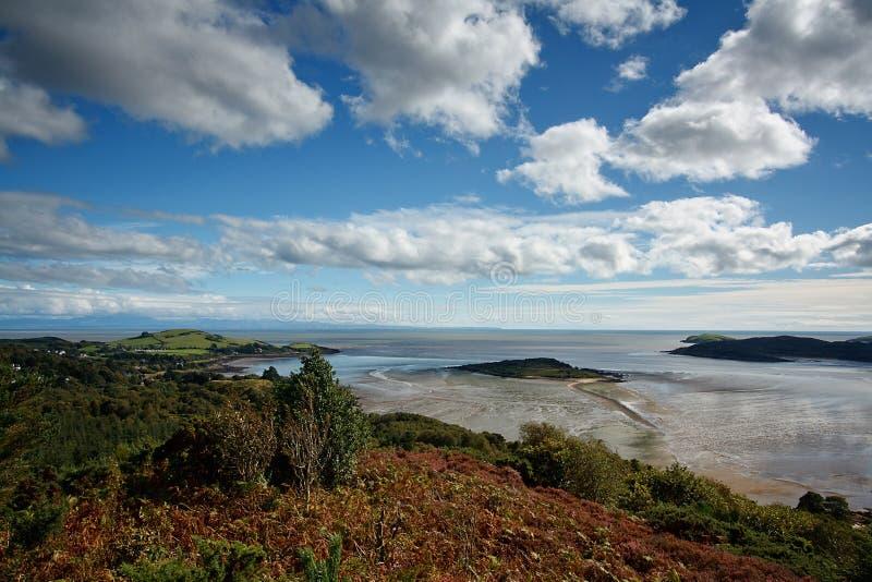 Ansicht vom Muckle über der Kippford-Mündung und über so lizenzfreie stockfotografie