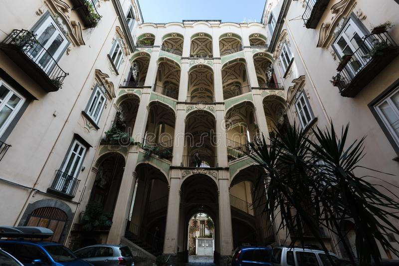 Ansicht vom palazzo dello spagnulo in Neapel stockbild