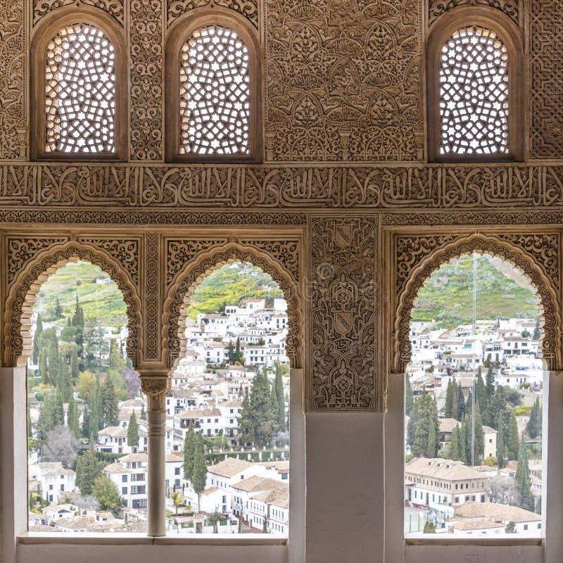 Ansicht von Alhambra auf Albayzin in Granada lizenzfreies stockfoto