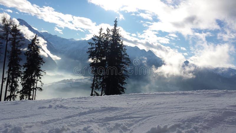 Ansicht von Alpes vom Ski Piste lizenzfreie stockfotos
