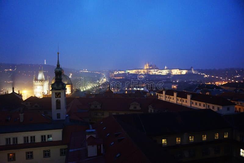 Ansicht von altem Prag von klementinum Turm stockbilder
