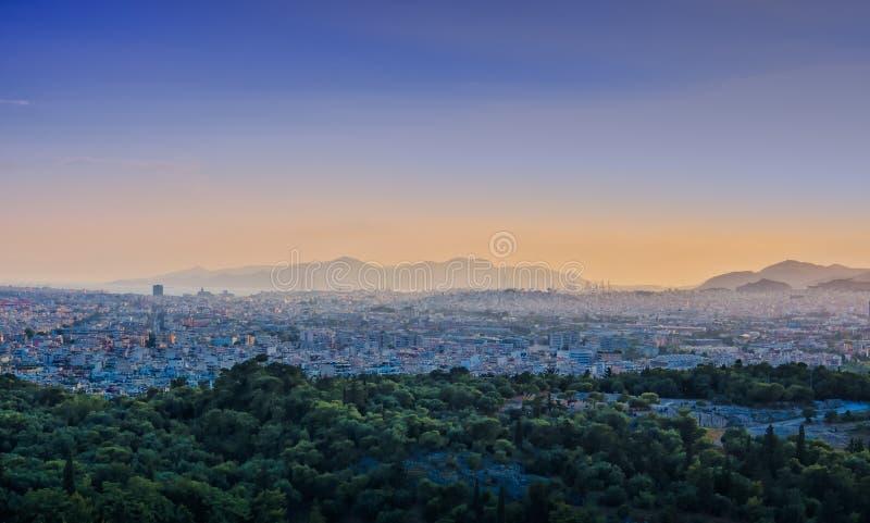 Ansicht von Athen- und Pireus-Hafen vom Akropolishügel gegen Sonnenuntergang, Griechenland stockbilder