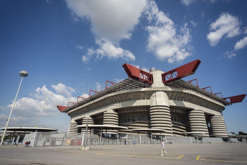 Ansicht von außerhalb von von San Siro - von Giuseppe Meazza Fußball Stadion stockbild