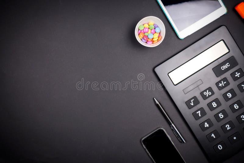 Ansicht von Büroräumen mit Geschäftswerkzeugen lizenzfreie stockfotografie