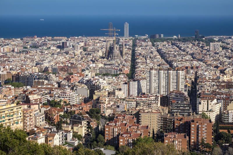 Ansicht von Barcelona und von Sagrada Familia stockbild