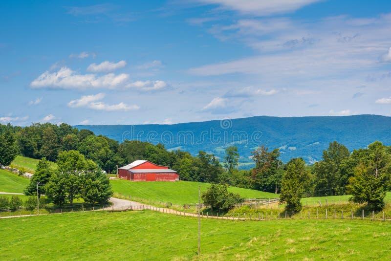Ansicht von Bauernh?fen in den l?ndlichen Potomac-Hochl?ndern von West Virginia lizenzfreie stockfotografie