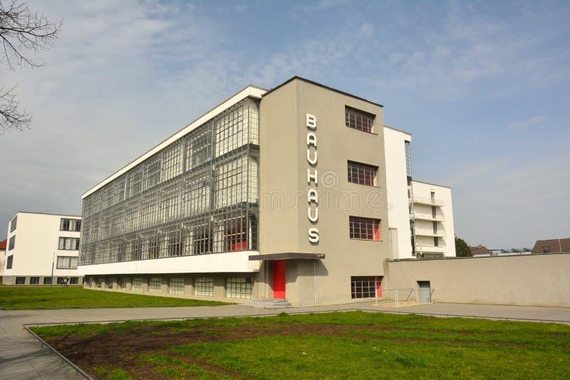 Ansicht von Bauhausgebaude-Gebäude in Dessau-Rosslau stockfotografie