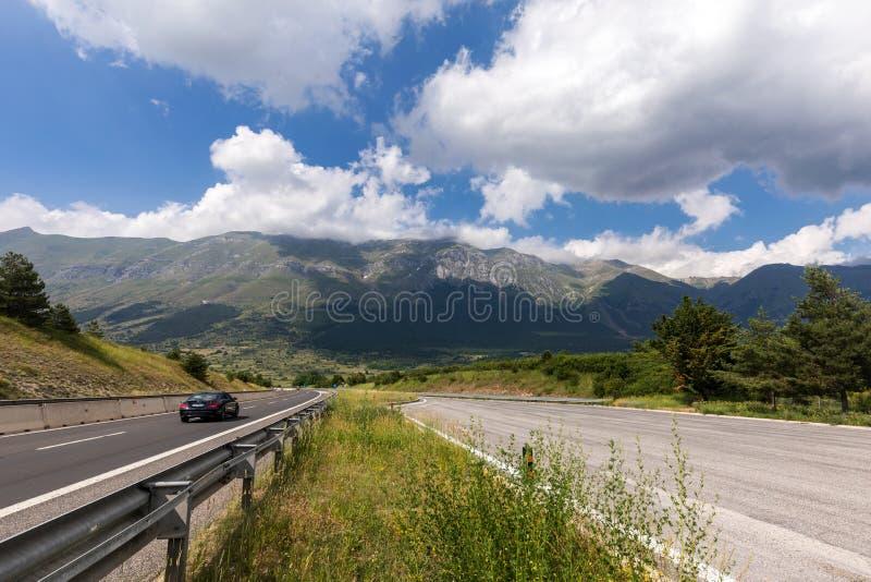 Ansicht von Berg Gran Sasso in Abruzzo-Region Italien lizenzfreie stockfotografie