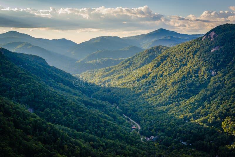 Ansicht von Bergen vom Kamin-Felsen-Nationalpark, North Carolina lizenzfreie stockfotografie