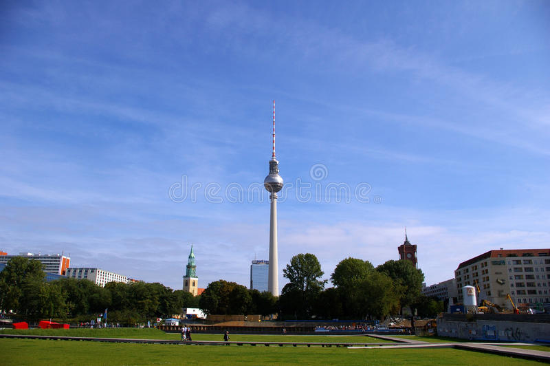 Ansicht von Berlin mit dem Fernsehturm stockfotos